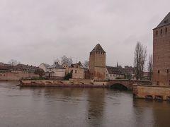 13世期の防御用塔 クヴェール橋から撮影  アルザス地方はフランスでもドイツでもない独自の文化と言語を 持ち合わせており、独自色がかなり強い町になります…