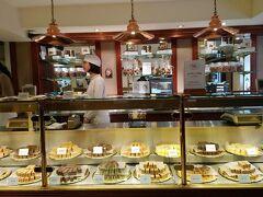その隣には、菓子専門店が有ります。スコットランドで甘い菓子と言えばこのFugdeです。ファッジとは砂糖で作ったお菓子です  The Fudge House