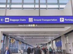 ミネアポリス空港で乗り継ぎをし、この空港で入国審査を終えました。 英語できない2人でしたが無事に乗り越えました。