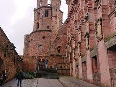 チケットを購入し入場完了!  いよいよハイデルベルク城の深部へ入っていきます。