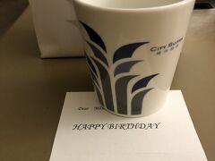 ホテルに戻ったら、ホテルからお誕生日プレゼント!  開けてみたらホテルの可愛いオリジナルカップでした。   良い思い出になります(๑˃̵ᴗ˂̵)   翌日は朝から空港に移動。 いつもの空港でのお楽しみ、桃園空港のラウンジホッピングです。