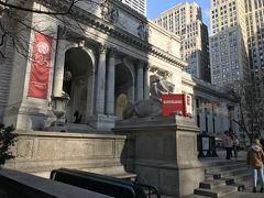 まずはメトロに乗り、ホテルから15分ほどの場所にあるニューヨーク公共図書館にやってきました。
