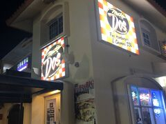 タモンエリアに戻って、ホテルに帰る前に夕飯の調達です。(さっき食べたばかりだけど)  メスクラドスでToGoしました。