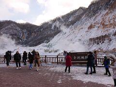 まず地獄谷に行ってみました。日本人よりも外人の比率が高いように思えます。