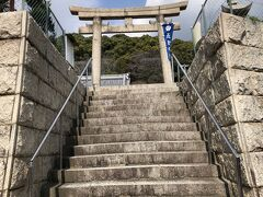 さらに15分ほど歩いて、五宮神社へ。 ここは高台にあるので、かなり登ることに。 ……なにか、既視感がある鳥居だなぁ。