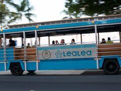 朝食へ行く途中、「LeaLea」のバスが通過したので流し撮りにトライ。 AM7:00に「アランチ-ノ・ディマ-レ」(マリオットH)予約を入れて いたので、このバスは、ダイアモンドへ行くバスではないのかな?。