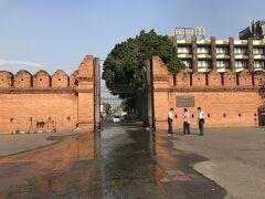 さて、5月2日になりました。  この日は朝から旧市街に行ってみました。  有名なターペー門です。