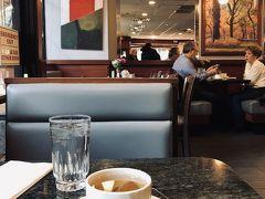 【8日目】  飛行機で日本へ帰る日の朝は、ホテルのダイナーで朝食をとりました。