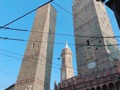 食べ終えてボローニャをおさんぽ。 実はなにがあるかもよく知らない。  ランドマークのボローニャの斜塔です。 イタリアは斜塔スキですね