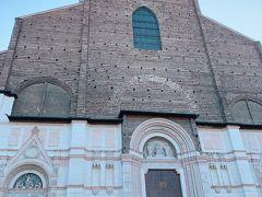 @サン・ペトロニオ聖堂 にやって来ました。 中に入ってみます