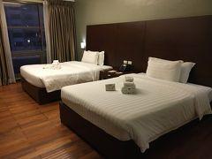 armadaホテルは、喫煙ルームしかなく、クリーニングスタッフが消臭剤をかけてくれたけど、やっぱりタバコ臭かったのが残念。