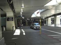 サンフランシスコ空港 バスターミナル  サンフランシスコ UA1062便 12:28発 ラスベガス 14:08到着 予定も2時間遅れの出発