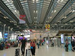 朝日が登りきった頃、BKKに到着。 ここから、タイスマイル航空でラオスの古都、ルアンパバーンへ行くんだよ。