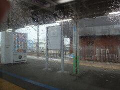 小淵沢。  オフ会でお座敷電車にみんなで乗り込んだ思い出の小淵沢も雨。