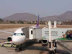 タイスマイルの1時間半のフライトは快適であっと言う間にルアンパバーンに到着。 予想通り、小さい空港。