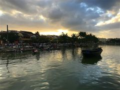旅行9日目夕方、 この旅ほぼ毎日のように楽しみにしていたサンセット・タイム! ただ雨季が明けないベトナムではやっぱりこれか~(泣)
