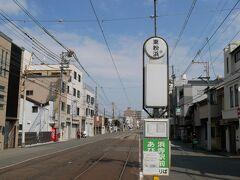 恵美須町からずっと専用線を走り、途中から車道に 江ノ電と違い観光路線じゃないね 東粉浜(ひがしこはま)で降りましょ