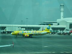 ヤンゴンからエアアジアでクアラルンプールに到着。  タキシング中にみえたエクスペディアラッピング。