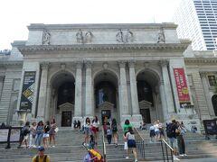 街中にどーんとニューヨーク公共図書館。 ホールフーズが近くにあったので、寄ってみた。2階建てだけどあんまり広くなくて、品ぞろえはよくないかも。