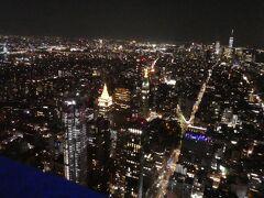 エンパイアステイトビルの展望台からの夜景が1番おすすめ。 強風でかなり寒い。 スカートじゃない方が良かったと後悔。