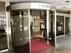 13:50 ホテルへ戻る  椅子は交換されており、タオルハンガーも修理完了
