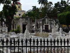つぎに見えてきたのはコロン墓地。大規模な墓地である。  さらに新市街のホテルなど、いくつかの場所を回ってバスはパルケセントラルに戻ってきた。ハバナの全体像が分かって良かった。