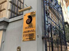 駅から歩いて5分程のホテルに1泊します。 フィレンツェは4泊の予定ですが、翌日朝からピサをヴィアレッジョへ行く予定なので、この日はは駅前のホテルに1泊だけすることにしました。