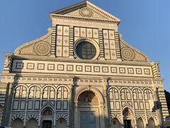 その後ドゥオーモの方へ歩いて行くと、また『サンタマリアノッヴェラ教会』が。 こちらが正面だったのですね。 どうりで先程の入口はいまいちだったはずです。