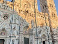 ドゥオーモに着きました。 ミラノのドゥオーモが有名ですが、フィレンツェのドゥオーモも素敵ですね~