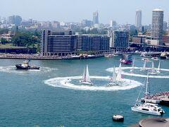 翌日1/26はオーストラリアデイです。シドニー湾では近年は船の運動会みたいなことをやっています。沢山の人がお祝いに集まっています。コロナウィルスなど、まったく頭になかった頃です。