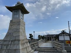 江戸時代に石で造られた高燈籠。
