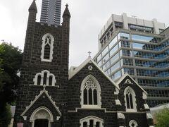 黒い外壁が特徴的な聖オーガスティン教会。  友人との集合場所のすぐ近くにあったので、そのまま訪問。