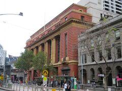 旧郵便局前のトラム乗り場(サザンクロス駅です)から、まずはクイーンビクトリア マーケットに行きました。