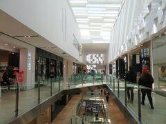 ディンタイフォンはデパート「エンポリアム」に併設されていたので、そのまま買い物に出てみました。