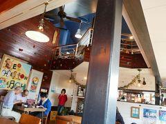 昼食は真栄里にあるおしゃれなカフェ   島野菜カフェ Re:Hellow BEACH で。  お天気が良ければテラスから海が眺められる、お隣のNatural Garden Cafe PUFFPUFF  も行ってみたかったのですが、この日はなんとなく島野菜料理の気分。