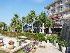 2日目 グランヴィリオリゾート石垣島グランヴィリオガーデン  パッケージツアーでは、追加料金がかかりますが、こちらのホテルの部屋カテゴリと朝食付・無しをそれぞれ選ぶことができました。  1泊目は追加料金がかからないガーデンビュー朝食無し、 2泊、3泊目はオーシャンビュー朝食付で申し込みましたが、チェックインの時に3泊ともオーシャンビュールームにしてくれました。 朝食2回分はどの日にしてもよいとのこと。 部屋移動がなくなりラッキー。