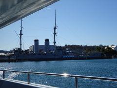 船は記念艦三笠の横にある三笠公園内、三笠桟橋から出港しました。出港場所から分かる方もいるのではないのでしょうか、この船は横須賀軍港巡りではありません。※なお、横須賀軍港巡りはこの日は新型コロナウイルスの影響で休止