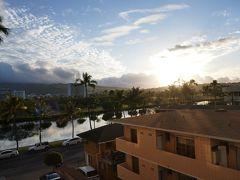 """今日も朝から良いお天気~! これも妻の""""晴れ女""""のおかげかしら!?  申し込んだツアーは「サンドバー(砂洲)ウミガメウオッチクルーズ BBQランチ付き!byオールハワイ・クルーズ」 実はこのオプショナルツアーは現地到着した前日のお昼にスマホ(VELTRA)で申し込んだもの。  ホントにハワイに行けるかどうか分からなかったのと、出発前の日本で見た天気予報は雨だったので。 昨日現地についてみて、明日の予報を見たらまずまずのお天気だったので、サンドバーに行くことにしました。"""