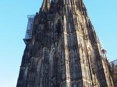 最後にもう一度、ケルン大聖堂を目に焼き付けて、フランクフルトへ向かいました。