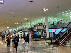バンコクのドンムアン空港に到着しました。  予想通り空いてます!  検温は、一列になって丁寧になされています。 大変スムーズで入国審査の待ち時間も皆無です。