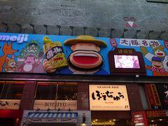 隣には、じいちゃんばあちゃんも知っている、三橋美智也の歌の「明治のカ-ルおじさん」です。1968年(昭和43年)発売で、52年もおじさんのままです。  若い人は、三橋美智也は知らないですよね。