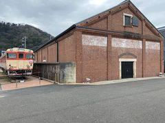 お目当てはここ。最新スポット敦賀レンガ倉庫。バスで15分ほどで着きました。