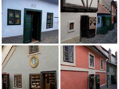 各小さな家はショップになっていて、入口に番号が付けられています。 No.22の青色の家は作家フランツ・カフカが1916年に仕事場に使用していたとかで、多くの方が写真撮影をしています。