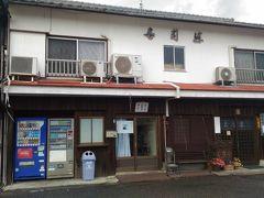 古い町並みに昔ながらの寿司店が