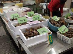 さて、日生の街に戻って漁協直販の海の駅へ カキの直販ならこちら五味の市 カキフライを買って2階で食事