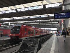 明日のツアー集合場所の下見に、ミュンヘン中央駅に来ました。 フードコート的な場所があって、一人旅でも安心です。 フードコートの写真は、また後で。