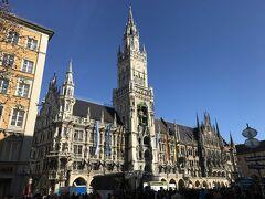 ミュンヘン新市庁舎に来ました。 街のランドマークですね。