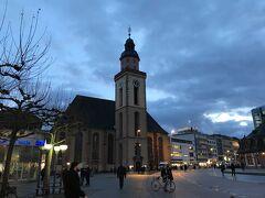 フランクフルトの街を散策してます。 もう。日が暮れてきた。。。