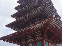 ●四天王寺  この五重塔。 階段を使って、上がることも出来ます。 近年では、1934年、室戸台風で倒壊、1945年、大阪大空襲で焼けてしまいました。