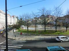 ホテルの前にある、マルティンモニス広場。 首都の中心部だというのに、地方都市のようなのどかさ。 「大都会!!」って感じがしないのがいい。